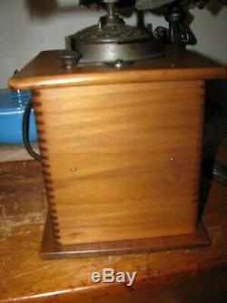 ANTIQUE COFFEE GRINDER MILL CAST IRON & WOOD / Arcade