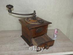 Primitive grinder mill Coffee wood antique old crank Kaffee moulin caffè wooden
